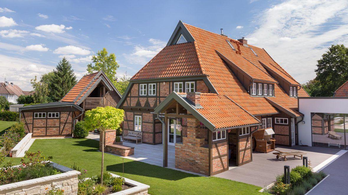 Landhaus mit Hohlfalzziegel Z5 in rot-bunt gedämpft