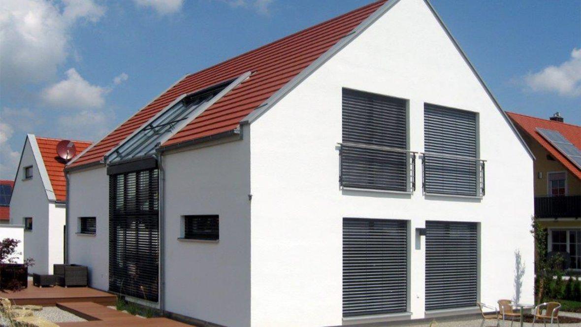 Einfamilienhaus gedeckt mit Flachziegel WALTHER Stylist