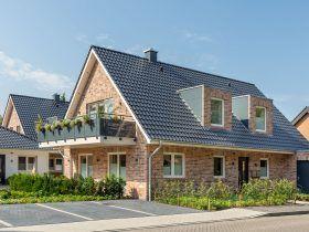 Einfamilienhaus mit unserem Tondachziegel Flachdachziegel J13v schiefergrau matt Wietmarschen