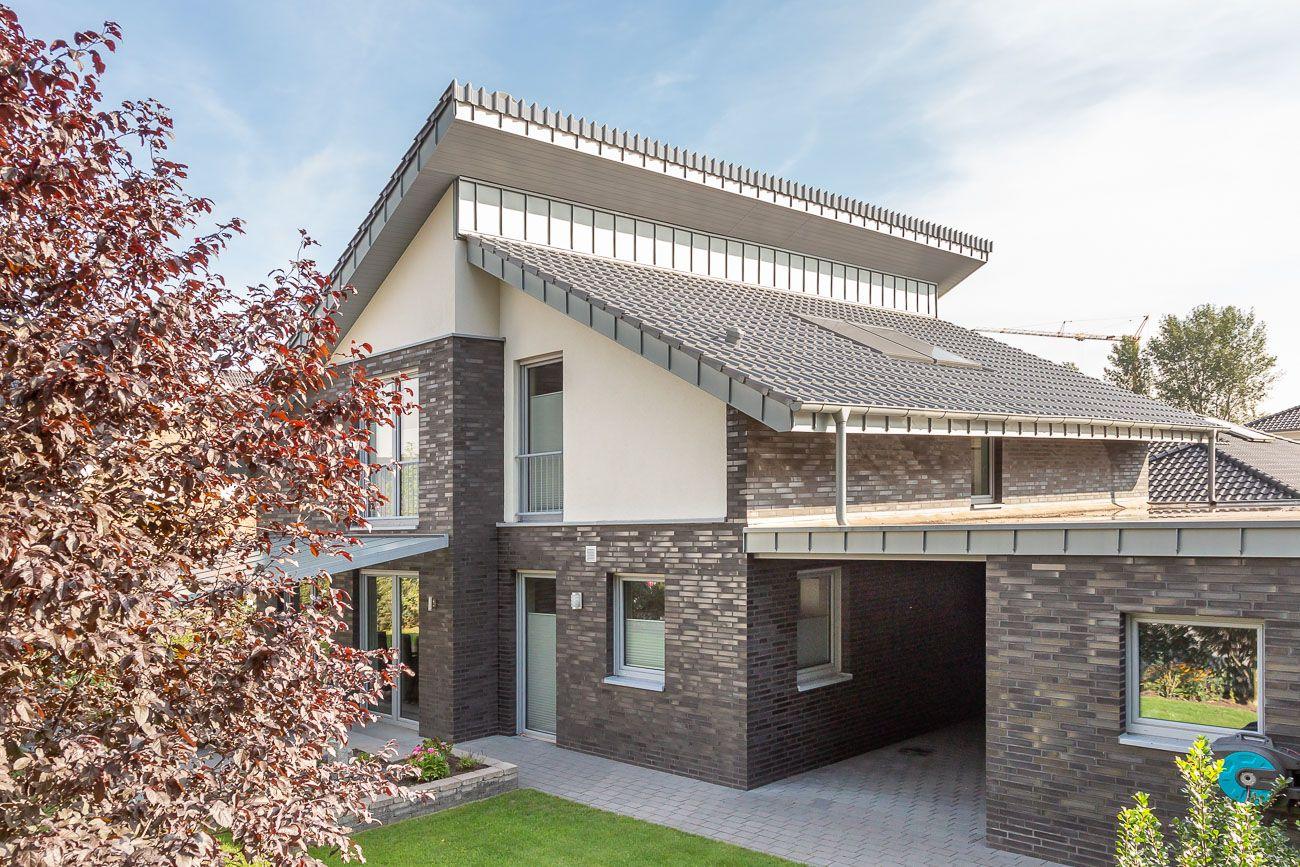 Einfamilienhaus mit Flachdachziegel J13v silbergrau Wietmarschen