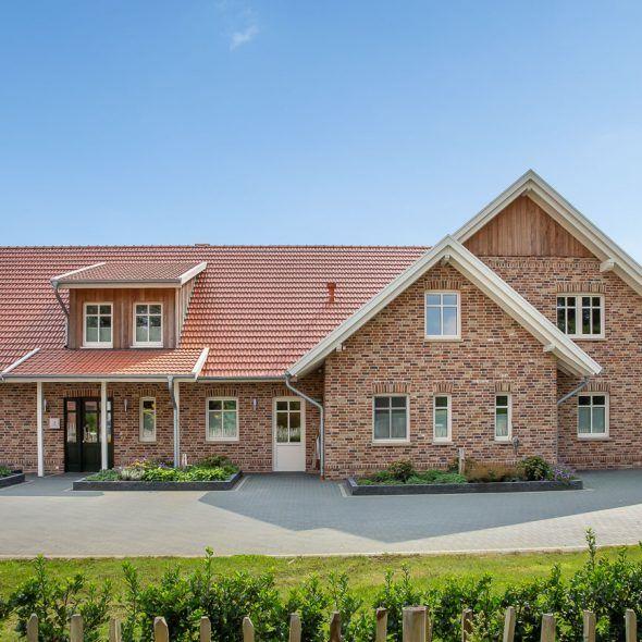Einfamilienhaus im Landhausstil mit Doppelmuldenfalzziegel
