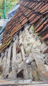 Nahaufnahme von alten Dachziegeln des Röbbigturms