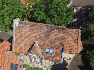 Röbbigsturm mit alten Dachziegeln
