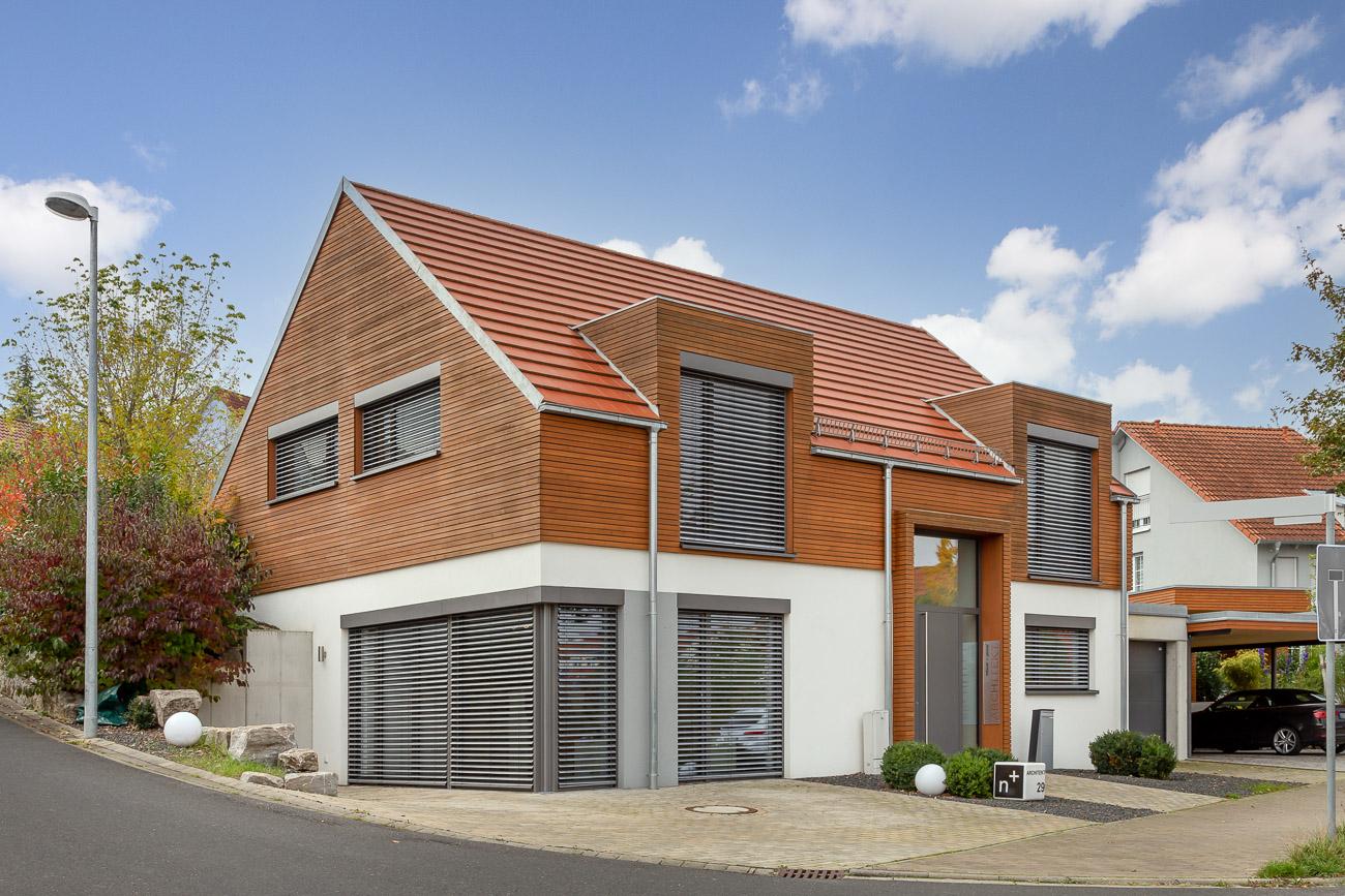 Minimalistisches Einfamilienhaus mit Flachziegel WALTHER Stylist in rotbraun