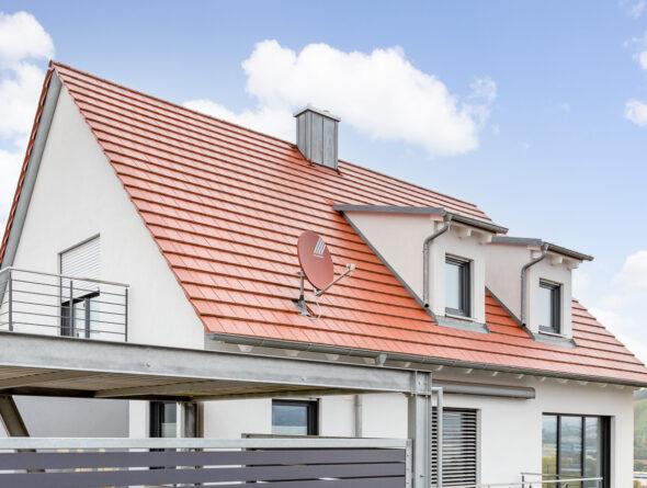 Einfamlienhaus mit Flachziegel WALTHER Stylist in rotbraun