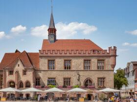 Rathaus mit Krempziegel K1 in naturrot