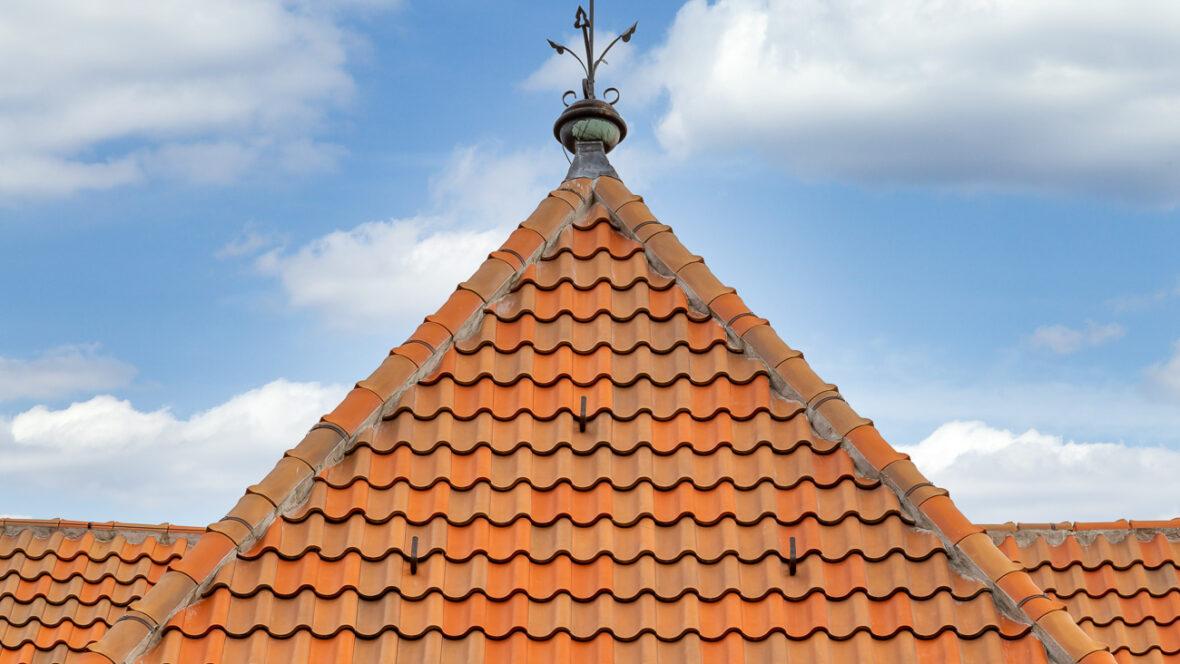 Kirche mit Hohlfalzziegel Z5