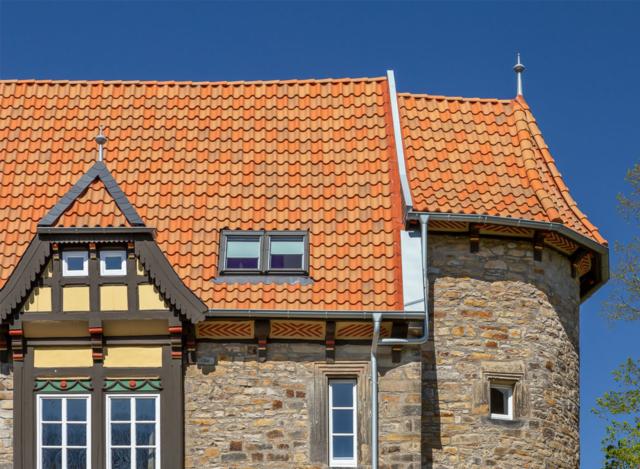 Denkmalschutzobjekt mit Dachziegel Z5 in rot bunt gedämpft