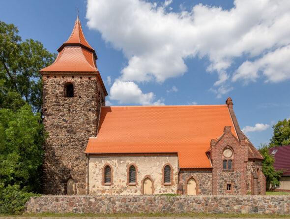 Kirche mit Biberschwanzziegel in naturrot plus