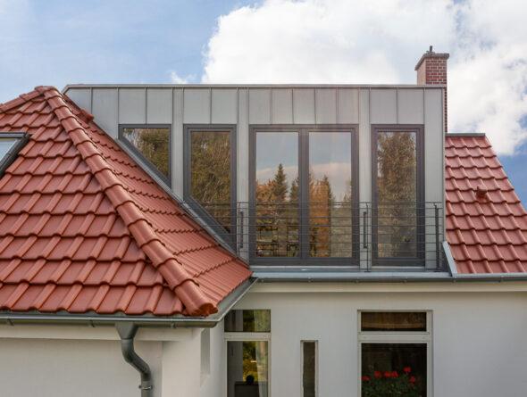 Doppelhaus mit Flachdachziegel J11v in edelkupfer
